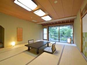 かいひん荘鎌倉:*【庭付き和室】(一例)窓の外に広がる庭園を眺め、寛ぎのお時間を。。。