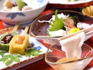 宿坊 遍照尊院(へんじょうそんいん):*精進料理/お肉、お魚を使わない仏教の伝統的な食事。体に優しい高野山産の食材を使用しています。