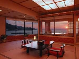 今 ふたたびの ときめきへ  粋松亭:夕陽見の角部屋「ほほえんで見つめて」客室。直径190cm温泉かけ流し露天風呂付