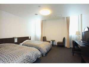 KKRホテル広島(国家公務員共済組合連合会広島共済会館):エグゼクティブツインルームのベッドメイクをデュベスタイルへと変更致しました。