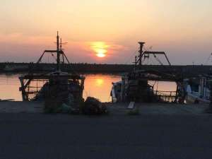 栄亭:尾崎漁港の夕日