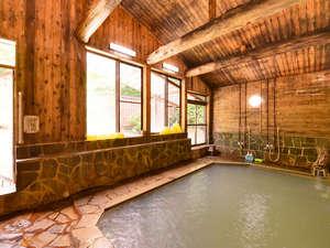 大釜温泉:*大浴場(女湯)/肌触りがやわらかい乳頭温泉。
