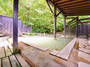 大釜温泉:*露天風呂(男湯)/都会の喧騒を離れ温泉に浸かりながら静かな時間をお愉しみ下さい。
