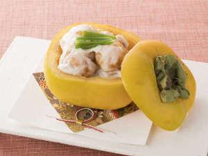 <レストラン「四季の蔵」>【一品料理】五條柿を使った柿の白和え 柿釜盛り