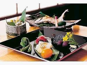 龍神温泉 上御殿:地産地消のお料理はお部屋で(前菜一例)