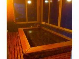 龍神温泉 上御殿:内風呂/ヒノキの香りがゆったりした気持ちにさせてくれます
