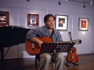 鹿教湯温泉 鹿乃屋旅館:食事の後は館主のギター演奏を♪(要リクエスト)