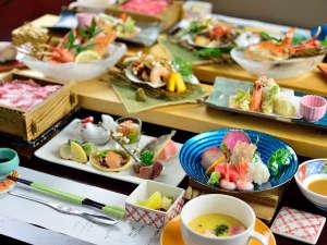 弥彦温泉 名代家:*夕食一例/蟹×魚×牛 見た目にも美しいお料理をぜひご堪能ください。