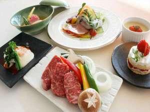 十勝岳温泉 カミホロ荘:ふらの和牛コースの料理例
