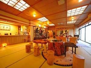 野の花 焼山荘 :玄関からお部屋まで、たたみ敷き。スリッパの要らない開放感が心までときほぐす。