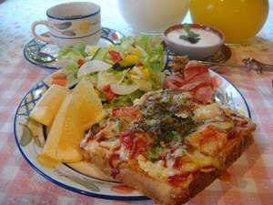 ペンション木まま:手作り食パンのピザトースト♪