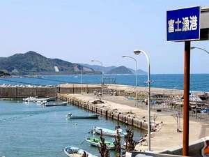 ホテル弥太郎:当館からは静かな海がご覧いただけます。