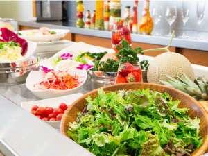 ホテルベルクラシック東京:女性に大人気のサラダバー。朝から新鮮野菜でリフレッシュ!!