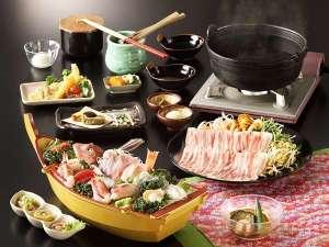 ペットと一緒に泊まれる宿 仙石高原 大箱根 一の湯:海の幸付創作和食の夕食一例