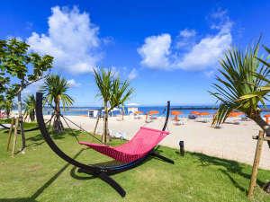 シェラトン沖縄サンマリーナリゾート:「ビーチハンモック」南国の太陽の下、ゆったり海風を感じながらリラックス♪