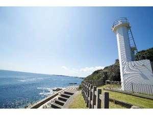 魚の栖(すみか)  網元 丸仙:太平洋と熊野灘に面し、暗礁が多い海の難所。沖を航行する船の安全を見つめる「鎧崎(よろいざき)灯台」。