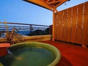 魚の栖(すみか)  網元 丸仙:貸切専用の露天風呂。風呂場から朝日が見えるよ。湯上りスペースも広くてゆったり利用できると好評♪