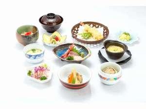 和風旅館扇松園 :和食会席膳【3,240円】一例。一品、一品、心を込めて手作りしています。