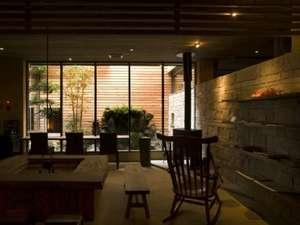 旅館 吉田屋:中庭を見ながら、静かな時を感じる…