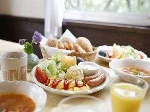 ペンション クッキーサーカス:フルーツいっぱいの朝食で爽やかな目覚めを!
