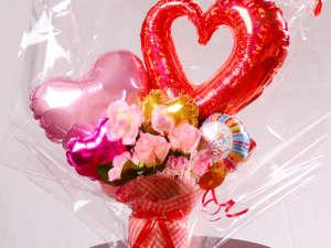 お誕生日にかわいいバルーンのプレゼントも喜ばれます(写真は3000円例です)