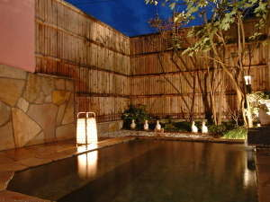 ローカルハワイアンな癒し宿 ペンション マンダリンハウス:全てのプランで、天然温泉の露天風呂を貸切で利用可!(無料)泉質も良好♪美肌効果アリ!