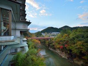【湯の橋歩道を望む】この橋の向こうで、秋保温泉郷の自然風景がお楽しみいただけます