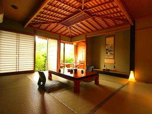 おとぎ亭 光風:一番人気!山里の景色一望♪。広めの10畳の和室でゆっくりと寛げます。