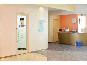 ホテルドリームゲート舞浜:ロビーの隣にはコンビニエンスストアがあります。■6:30~23:30
