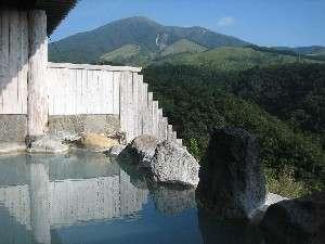 豊礼の宿:男女別露天風呂からも美しいわいた山を望める。夜は満天の星を!