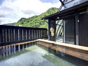 ぬくもりの宿 ふる川:8階展望露天風呂からは定山渓の美しい山々を季節ごとに楽しめる。
