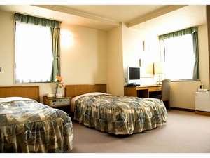 ターミナルホテル松山:【ツインルーム】お部屋によりまして間取りが若干違いますことご了承ください。