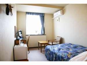 ターミナルホテル松山:【セミダブルシングルルーム】お部屋によりまして間取りが若干違いますことご了承ください。
