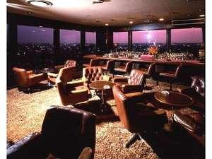 金沢ニューグランドホテル:最上階ラウンジ「ディヒテル」金沢市内の夜景を一望。夜景を楽しみながら金沢の夜をお楽しみください。