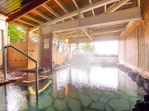 八幡平マウンテンホテル(旧八幡平リゾートホテル):【露天風呂】広々とした温泉で身体を芯からあたためながら、四季折々の自然をお楽しみください。