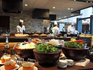 八幡平リゾート 八幡平マウンテンホテル:【レストラン】石窯ダイニング 白樺では旬の素材を使ったビュッフェメニューを提供