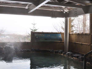 八幡平マウンテンホテル(旧八幡平リゾートホテル):【露天風呂】八幡平の山並みを眺めながら心まで温まってください