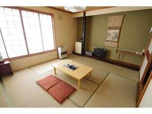 カルルス温泉 鈴木旅館:陽あたり良好和室 本館8畳間で南向きの明るいお部屋です。