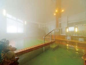 カルルス温泉 鈴木旅館:男女とも同じ造りの大浴場「有生温泉」です。木枕を御利用になり天然サウナ気分をお楽しみ下さい