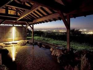 呉羽ハイツ:露天風呂からは富山平野・富山湾が一望できます。夜景もとても幻想的で綺麗です。