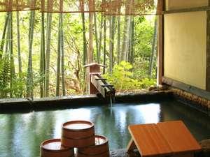 ふもと旅館:初夏にオススメ!竹林の景色が風情のある「野天風呂」。
