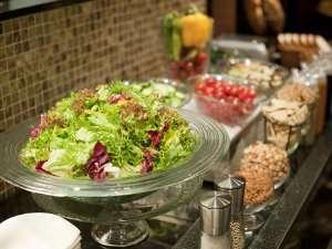 【テラスレストラン・フェリエ】健康は食事から!サラダでシャキっと朝ごはん♪