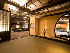 川湯第一ホテル 忍冬(SUIKAZURA):エントランスからロビーへ