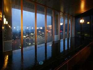 長野市街を一望できる宿泊者専用最上階展望風呂