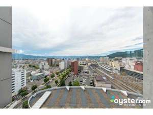 新幹線も見下ろせる客室からの景色(長野駅側)