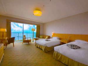"""■ツイン・イーストウィングB■夜景も海も、沖縄の""""美景""""を余すことなく味わう<上階層客室>"""