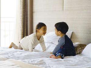 「ぼくはこっちのベッド!」お子様連れにも優しい大きいベッドのお部屋もあります♪