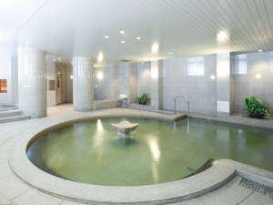 サウナやエステ・マッサージ室を兼ね備えた、男女天然温泉大浴場