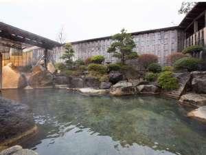美肌の湯と寛ぎの宿 光雲荘:源泉100%掛け流し、広々とした露天風呂