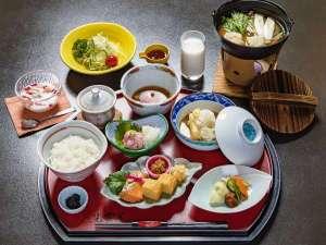 美肌の湯と寛ぎの宿 光雲荘:地元の食材を中心にした体にやさしい朝ごはん